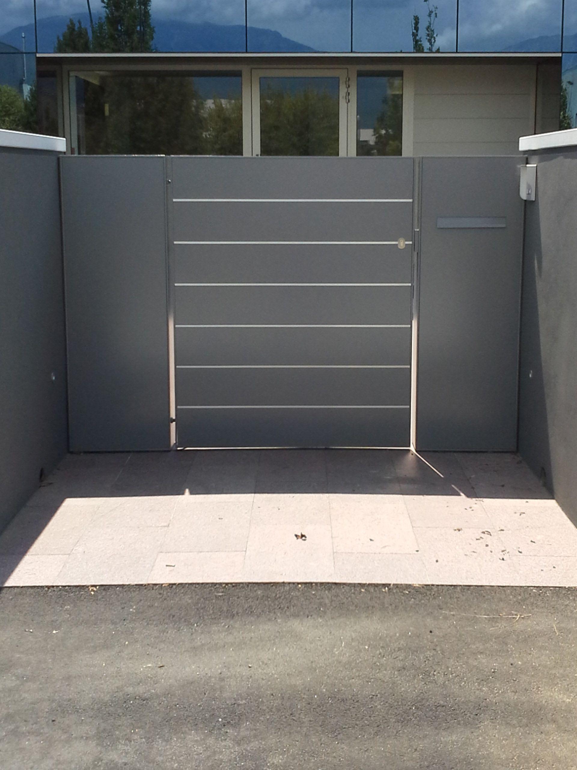 Cancello con inserti in acciaio inox fences gates for Idee per recinzioni esterne
