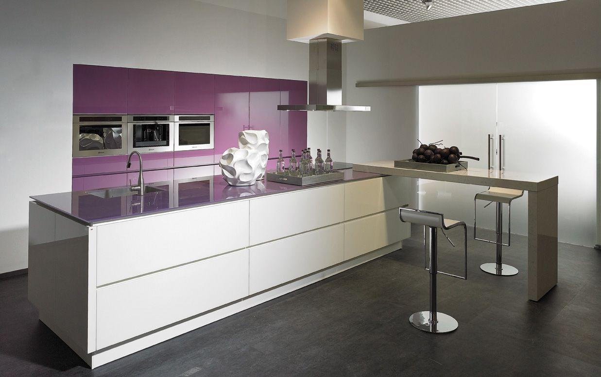 Cuisine alno vetrina pourpre et blanche vendeur ml cuisine for Vendeur cuisine equipee
