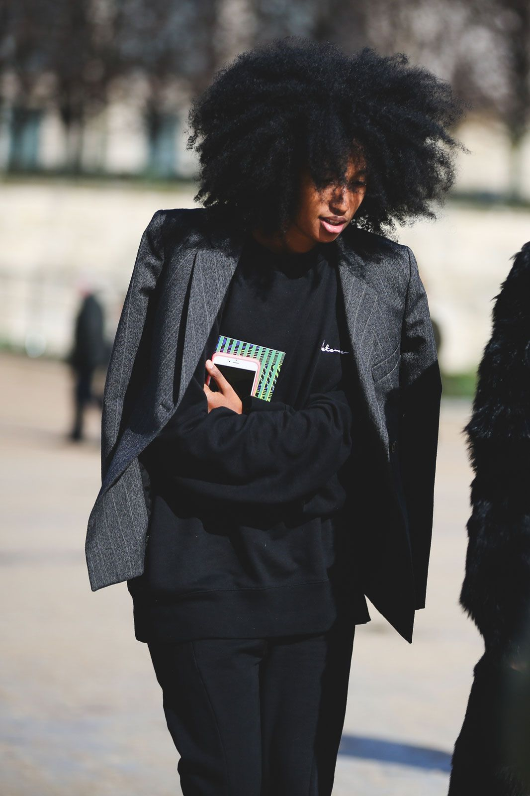 How French Girls Do Street Style For Fashion Week  #refinery29  http://www.refinery29.com/2016/03/105661/paris-fashion-week-fall-winter-2016-street-style-pictures#slide-27  And numero quatre....
