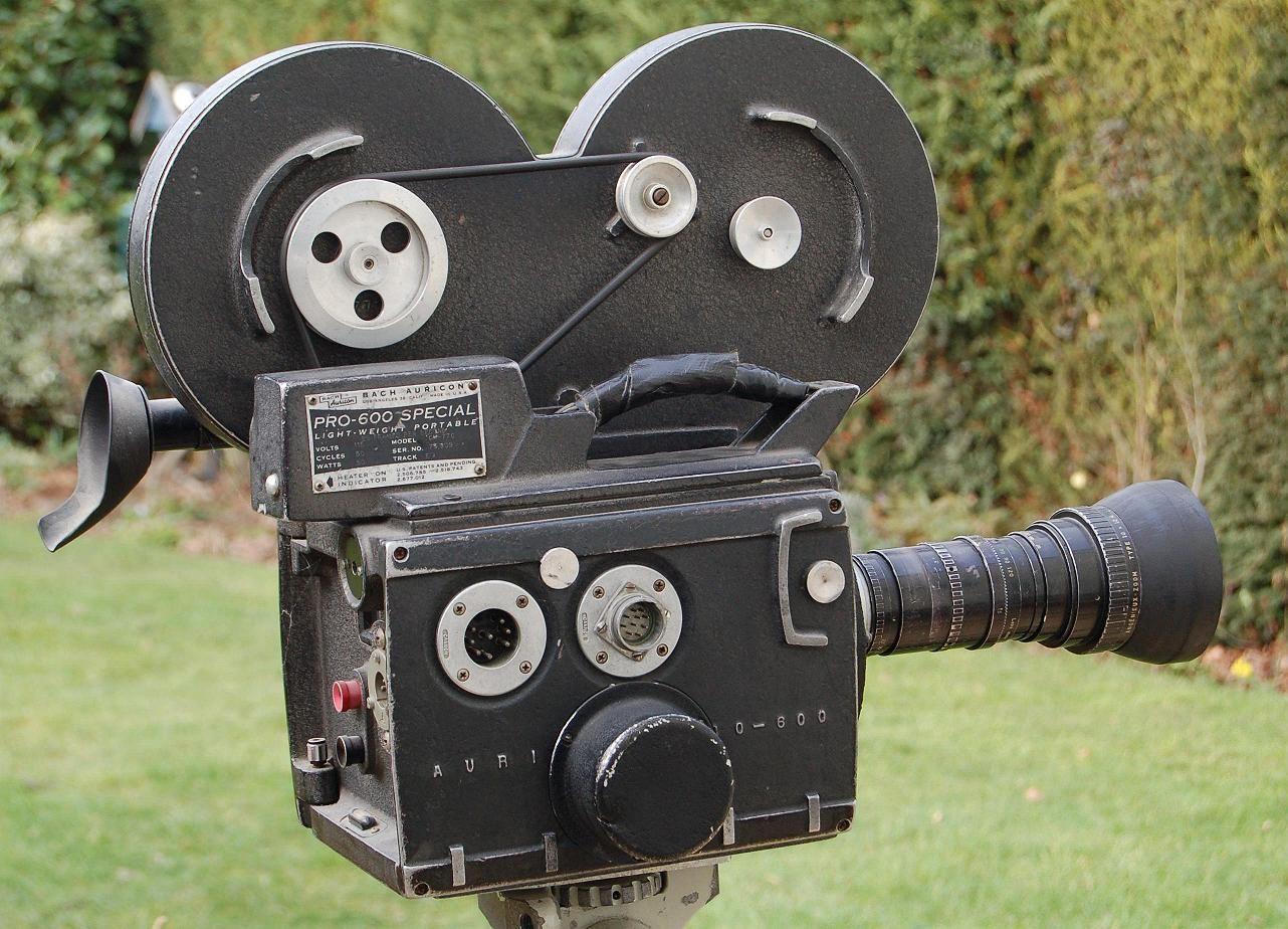 Fd624f0b0239ca61f368dff3988091a0 Jpg 1282 924 Film Equipment Singin In The Rain Movie Directors