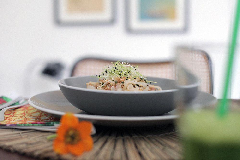 Nueva vajilla y receta de Pad Thai COME SANO, COOKING   http://stylelovely.com/checosa/2017/03/nueva-vajilla-by-primeriti-receta-pad-thai