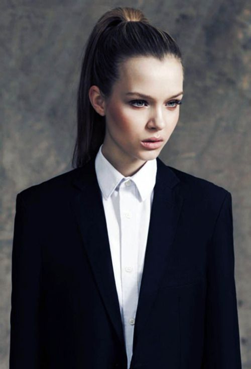 Women in masculine suits, one of the fashion styles I like the most at the moment.