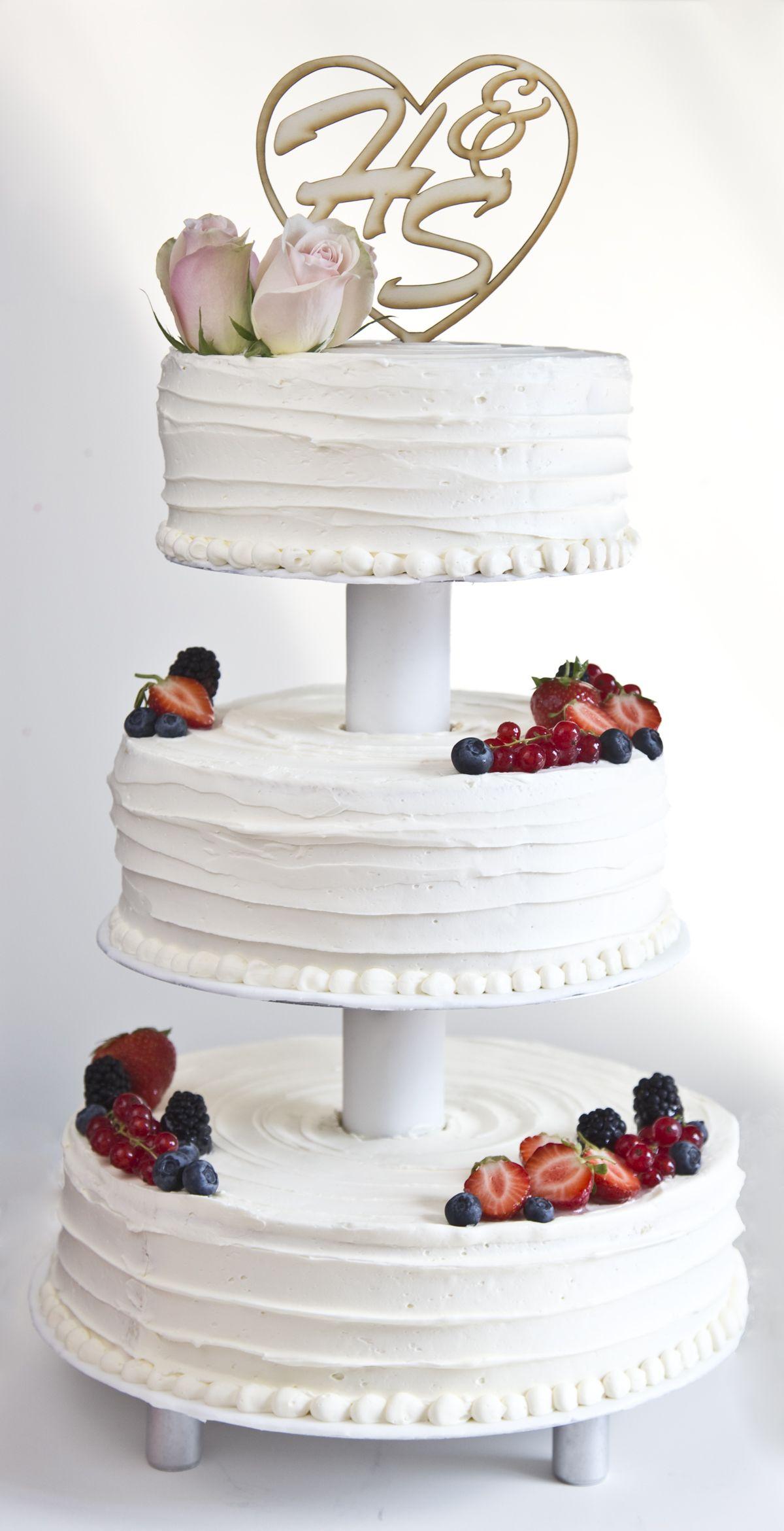 Buttercreme Wedding Cake Etagere Fresh Berries Wood Cake Topper