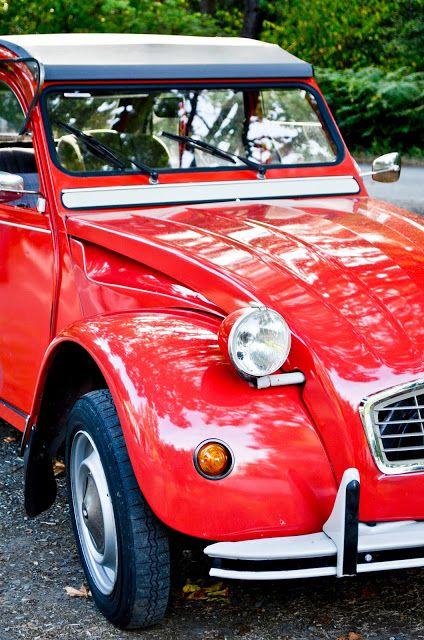 Rouge Francais Citroen 2 Cv Isole Sur Blanc 2cv Citroen 2cv Voitures Classiques