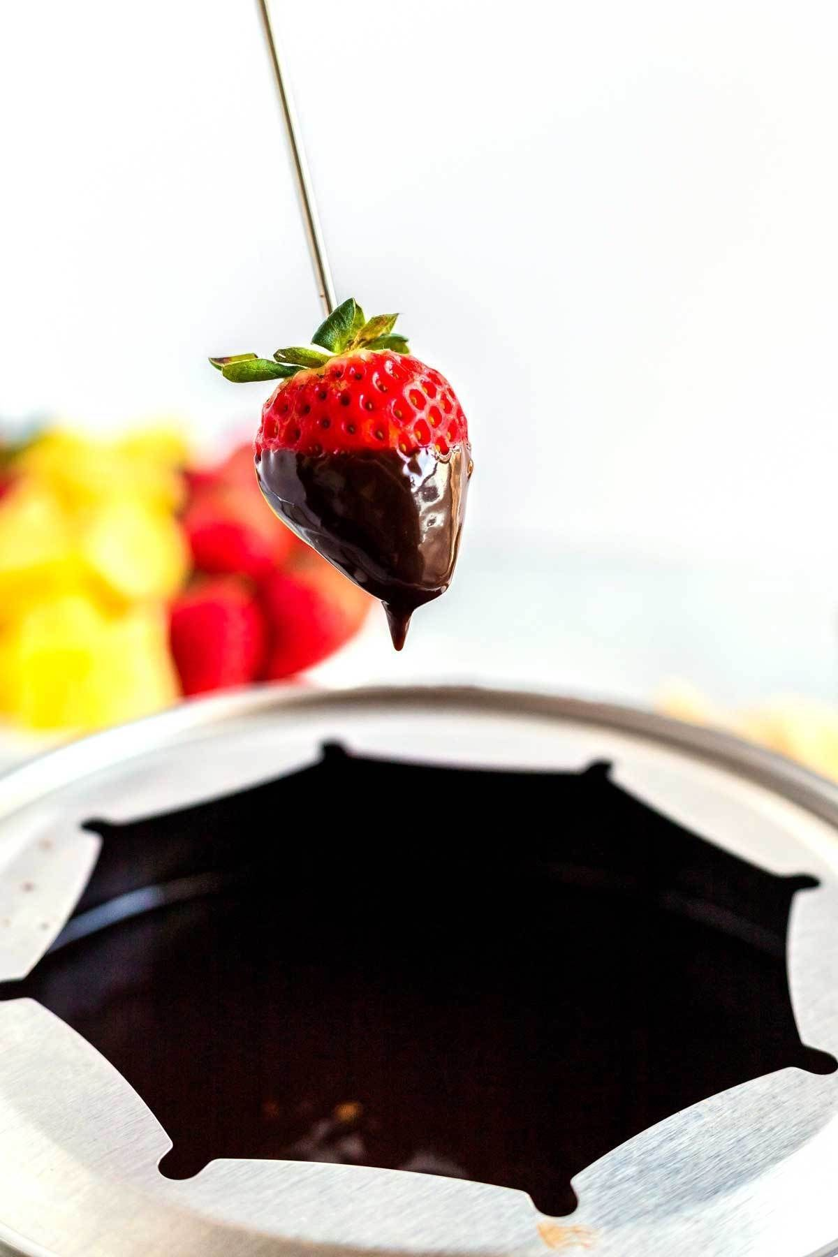 Easy Chocolate Fondue Recipe #chocolatefonduerecipes Easy Chocolate Fondue Recipe #chocolatefonduerecipes