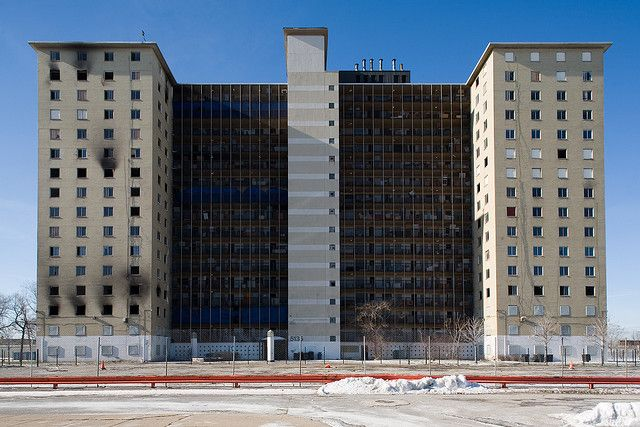 The Robert Taylor Homes In 1993 It Was Decided To Replace All Robert Taylor Homes With A Mixed Income Community South Side Chicago Urban Housing Chicago City