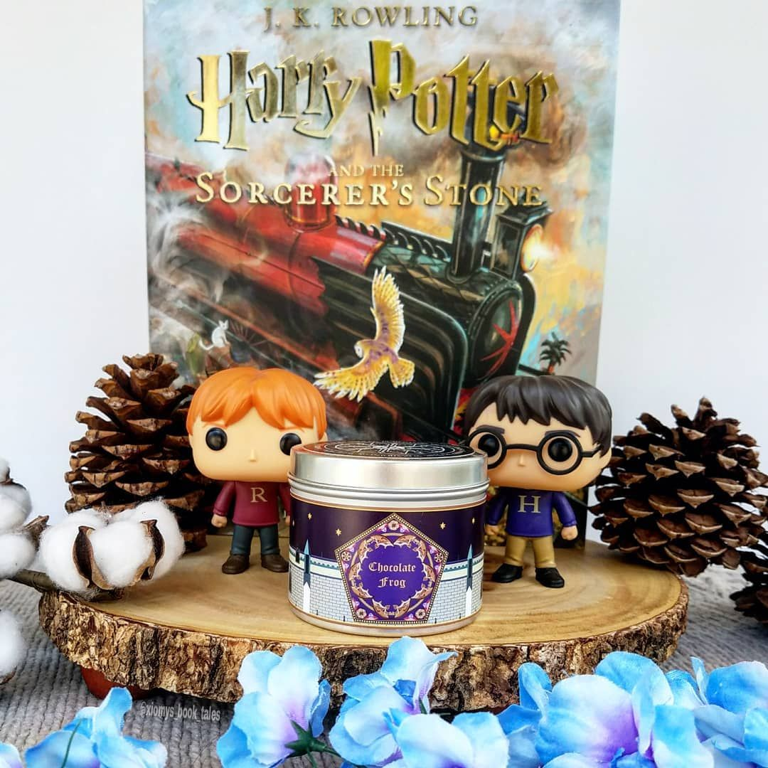 Chocolate frog scented candle by Happy Piranha with a Harry and Ron Funko and the Philosophers stone book - instagram by @xiomys_book_tales #harrypotter #handmade #candles #philosophersstone #bookish #geeky #etsy #etsyseller #gifts #giftideas #quirky #cute #geek #home #homedecor #unique #potterhead #scentedcandle #candle #ronweasley