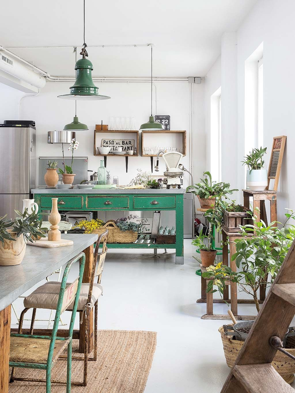Kitchen with green accents | Cucina Ideas | Pinterest | Kitchens ...
