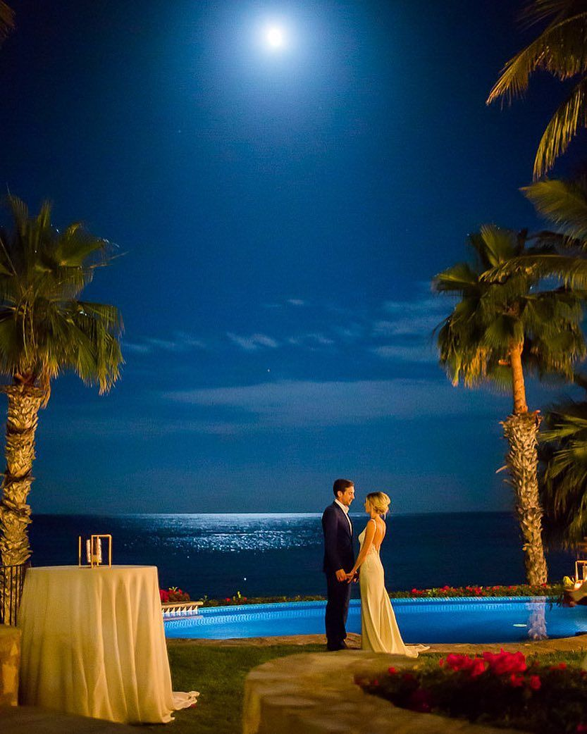 Last frame of this beautiful day under the Cabo full moon   Coordination by @lynettedow for @amyabbottevents  Flowers by @pinacate0202  HAM by @loscabosmakeup  Pics by @anaandjerome    #caboweddings #cabophotographer #cabophotography #caboweddingplanner #caboweddingphotographer #palmilla #anaandjerome #pinacatedesigns #mexicraft #mexicalism #mexicoweddings #destinationdavis