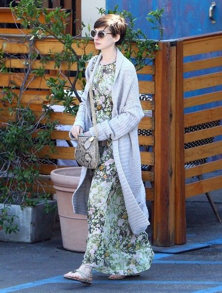 Inspiration: Anne Hathaway mixes a floral dress with an animal print (snake skinned) bag.
