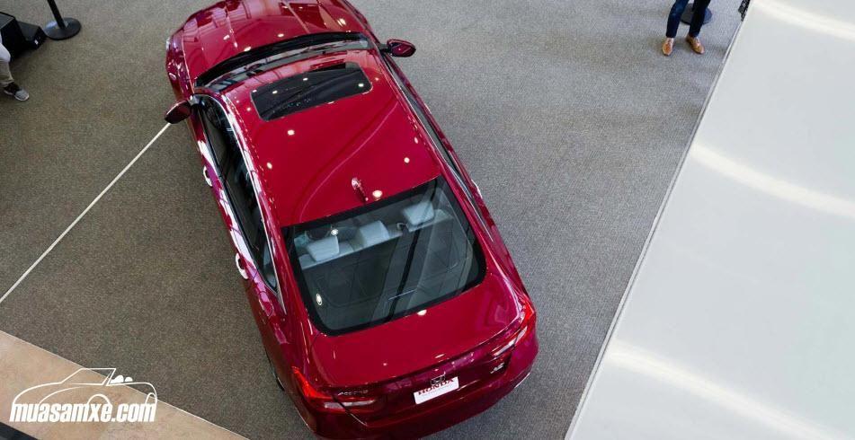 """Honda Accord 2018 có gì mới?  Honda Accord 2018 thế hệ mới sở thiết kế thể thao hơn """"người tiền nhiệm"""" và có một chút giống như Civic mới như ở cụm đèn pha/hậu và những đường gân dập nổi ở hai bên thân và nắp ca-pô xe. Các khu hút gió lớn hơn. Phần đầu của Accord mới được tinh chỉnh lại ở chi tiết cụm lưới tản nhiệt, cản trước/sau nay đều được hạ thấp xuống. Chiều dài tổng thể của xe cũng được thu ngắn hơn nhưng lại rộng hơn ở hai bên, mui xe dài và thấp. Tất cả các chi tiết này giúp chiếc…"""