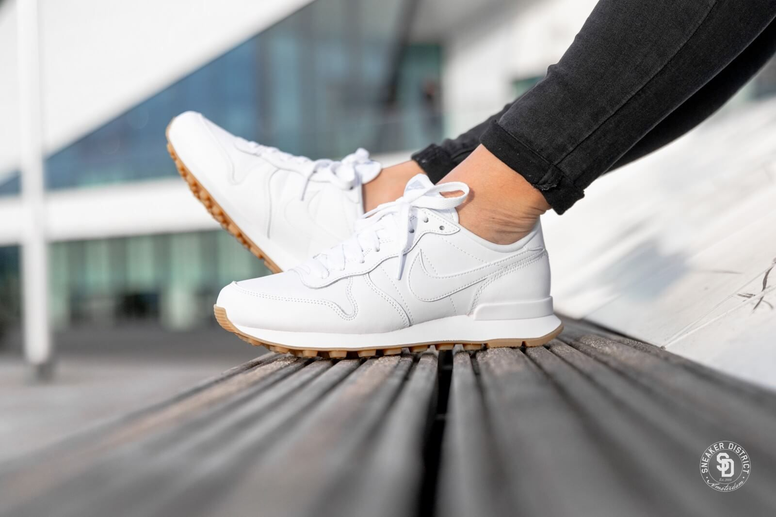 Nike Women's Internationalist WhiteWhite Gum Light Brown