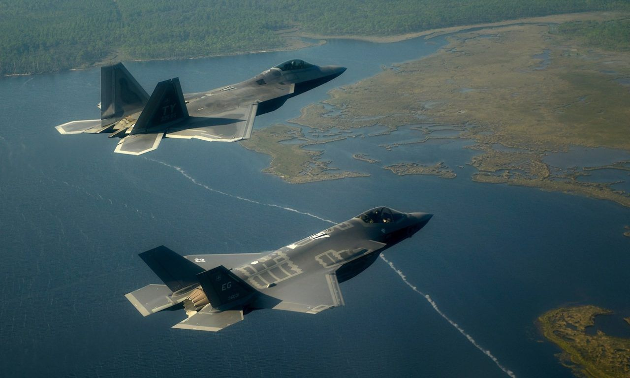 Japan Wants Lockheed Martin to Make an F22/F35 Hybrid