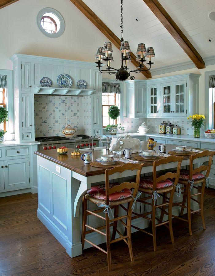 cocinas rusticas, cocina en madera azul con isla y sillas altas con