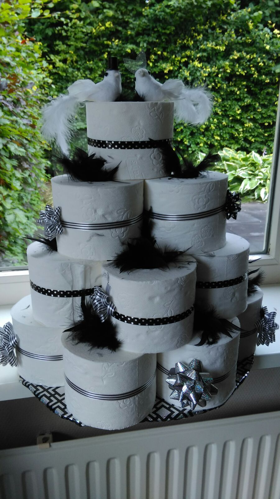 Bruidstaart Van Toiletpapier.Bruidstaart Gemaakt Van Rollen Toiletpapier Bruiloft