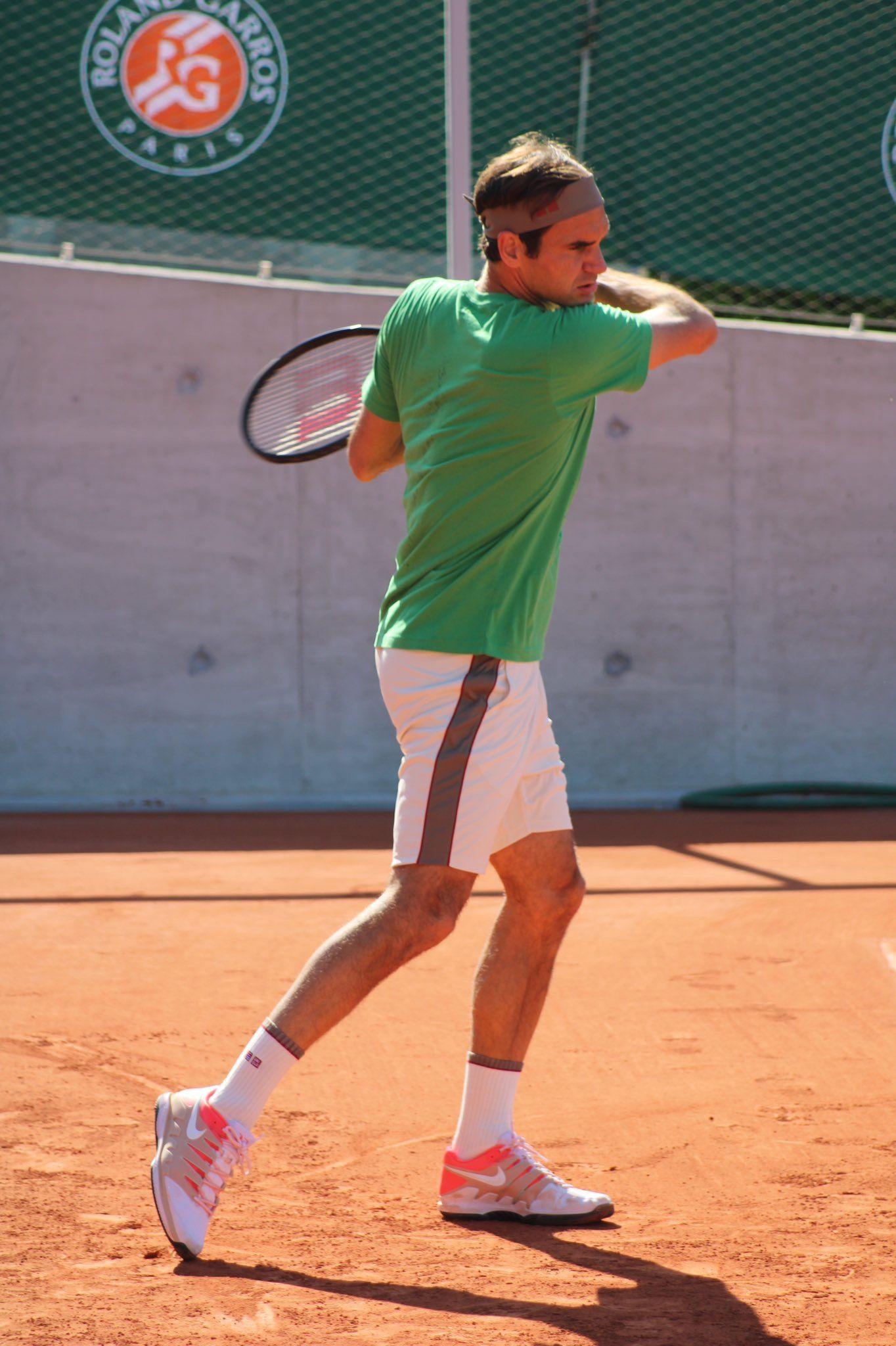 Roger Federer Morning Practise May 31 Roland Garros Rg19 In 2020 Tennis Photos Roger Federer Athletic Men