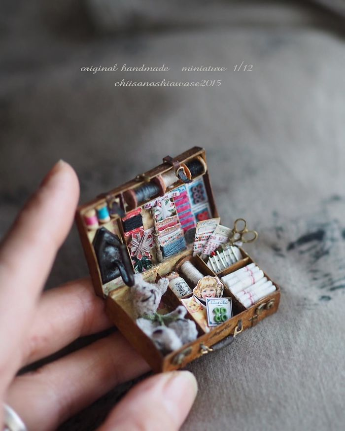 These breathtakingly intricate miniatures are the work of Japanese artist Kiyomi, a mother of two who manages to find the time to dedicate to her hobby sometimes even waking up as early as 4 AM.