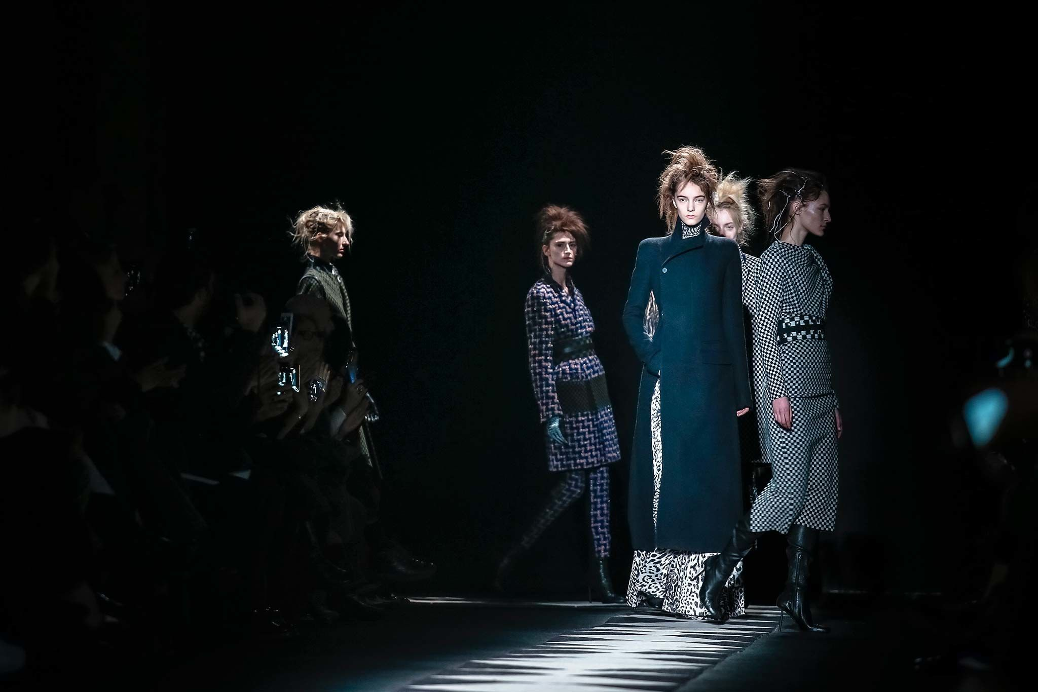 Haider Ackermann Fall 2015 Ready-to-Wear Atmosphere and Candid Photos - Vogue
