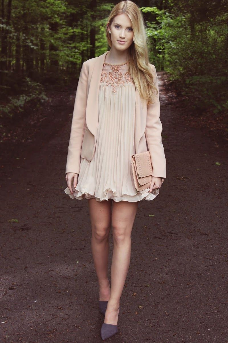 The Blonde Lion ♥: Apricot fairytale dress in the forest #fashion #inspiration #trend #fall #winter #summer #spring #pantone #frühjahr #sommer #herbst #style #outfit #ootd #filizity