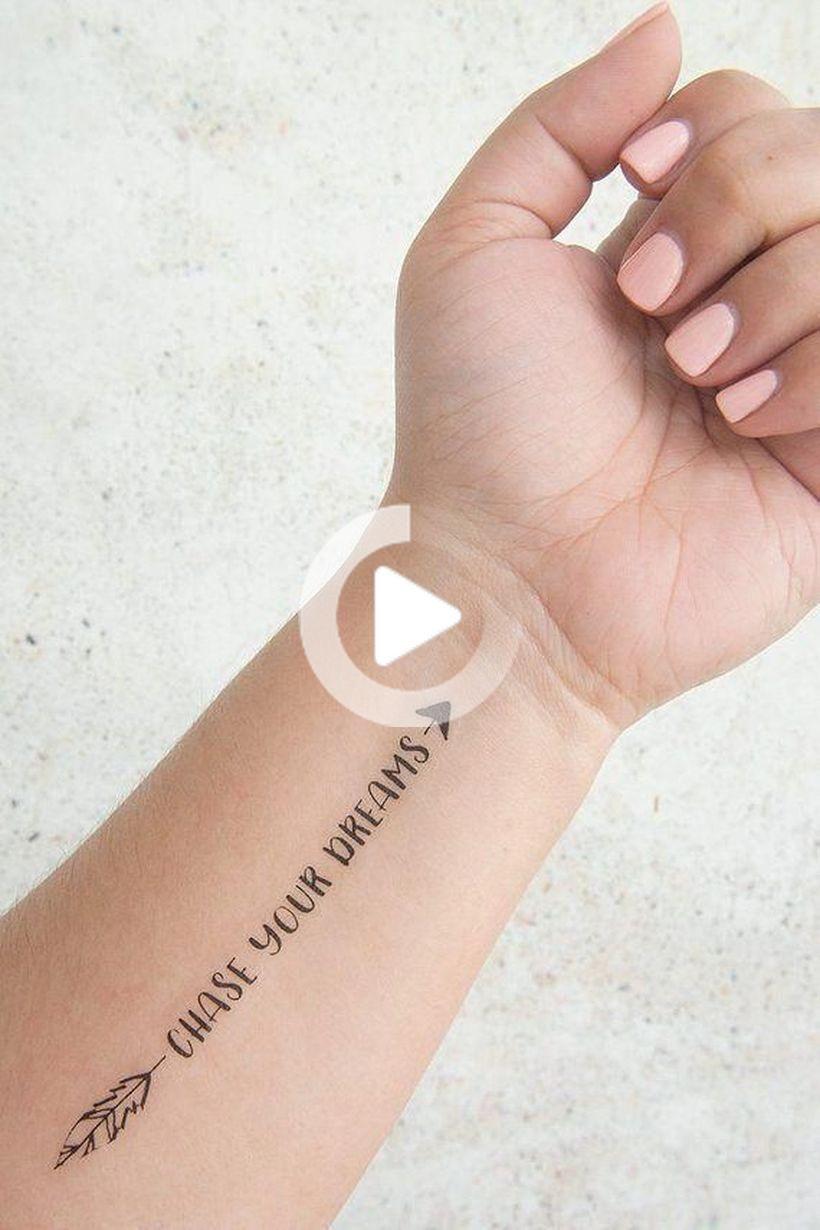 57 piccoli tatuaggi significativi per le donne per motivarti ogni volta