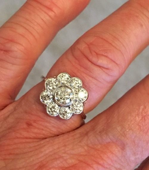 DIAMOND  CLUSTER RING....x