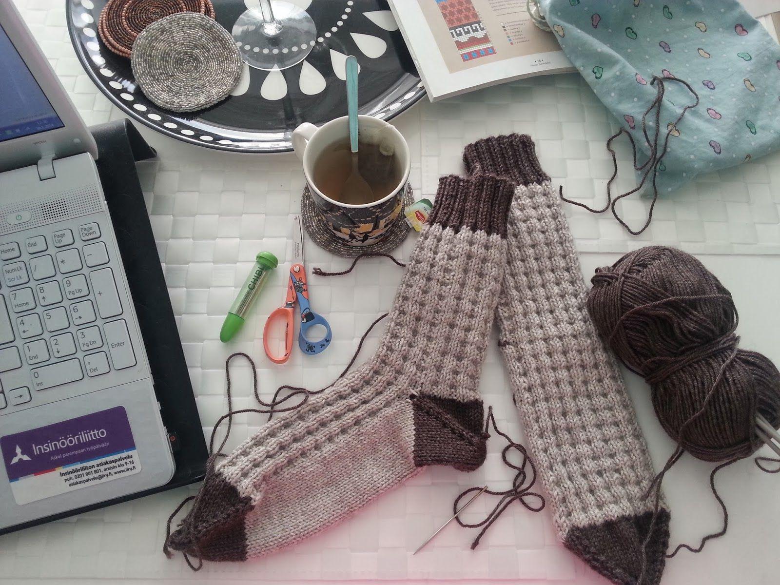 Some knitting this morning.