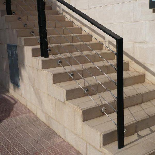 rampe escalier cable escalier tournant en htre avec rampe cbles vole tournant rampe cbles brico. Black Bedroom Furniture Sets. Home Design Ideas