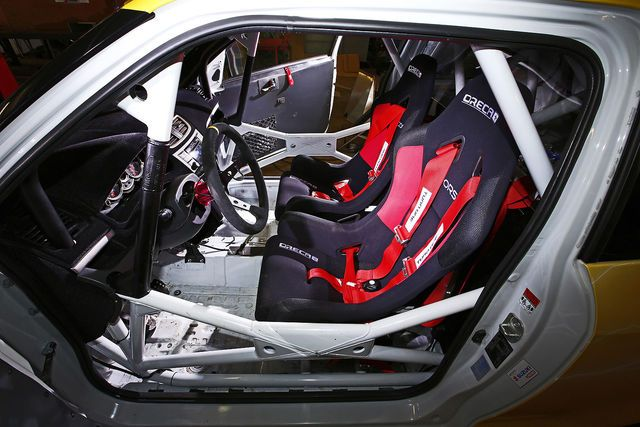 Ein Auto mit Motorradantrieb? Da erinnern wir uns an einen Smart, der einen Hayabusa-Motor in sich trug. Einen ähnlichen Umbau hat es auch im Hause Suzuki gegeben.