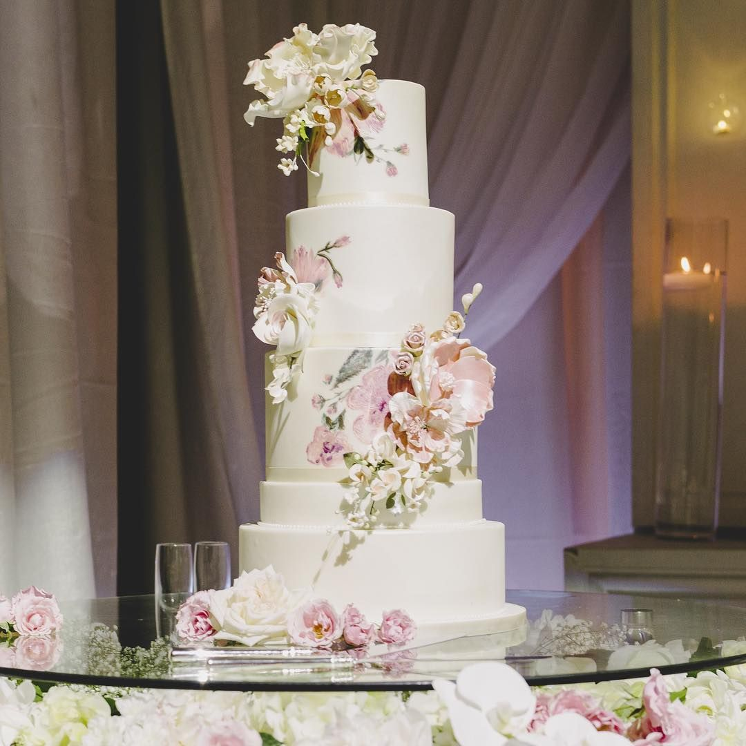 Fresh Or Sugar Wedding Cake Flower Quiz See The Photos: Edible Sugar Flowers AND Hand-painted Details? Sign Us Up