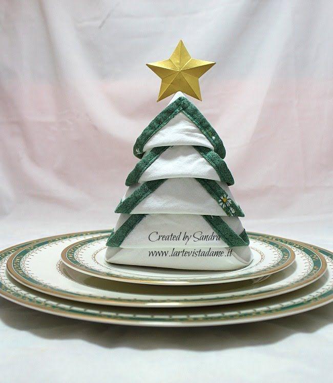 Tovagliolo piegato ad Albero di Natale-Christmas Tree Napkin Folding-Nat...