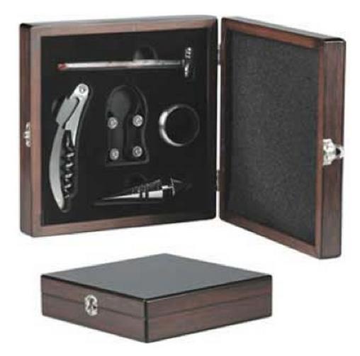 Porque novio que se respeta, tiene un set de vino en caja de madera.   http://azapregalos.com/regalos-para-hombres/todo-para-hombres/set-vino-en-caja-de-madera
