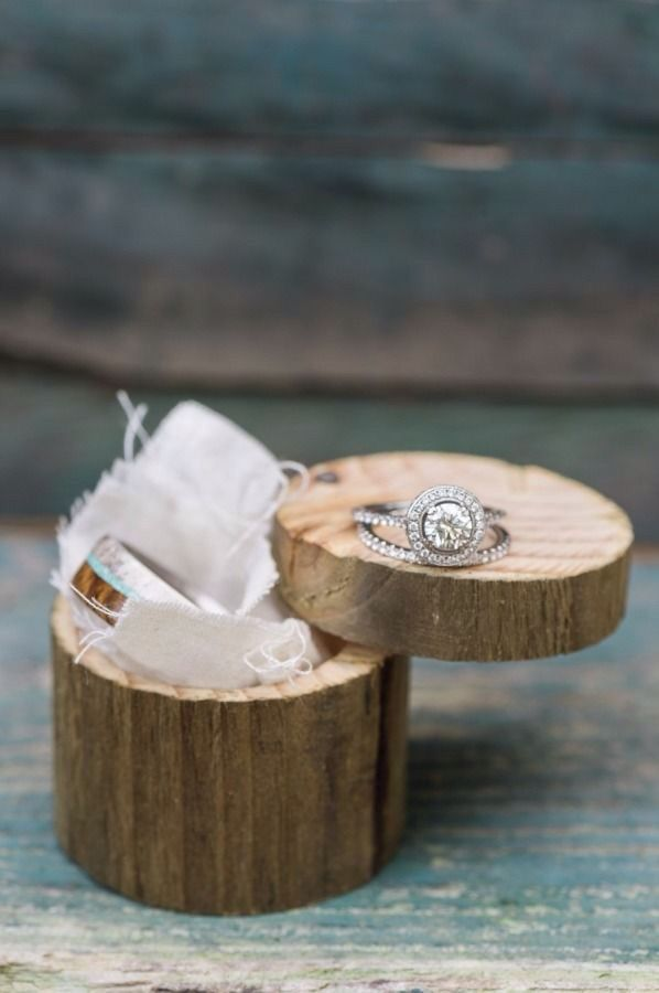 Cool ring box, engagement ring and wedding band