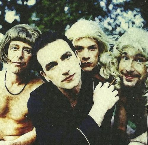 U2 in drag