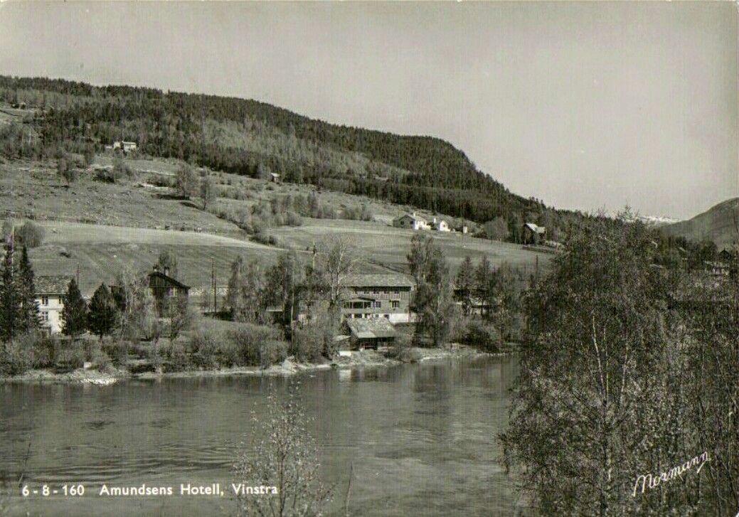 Oppland fylke Nord-Fron kommune i Gudbrandsdalen Vinstra. Amundsens Hotell. 1950-tallet Utg Normann