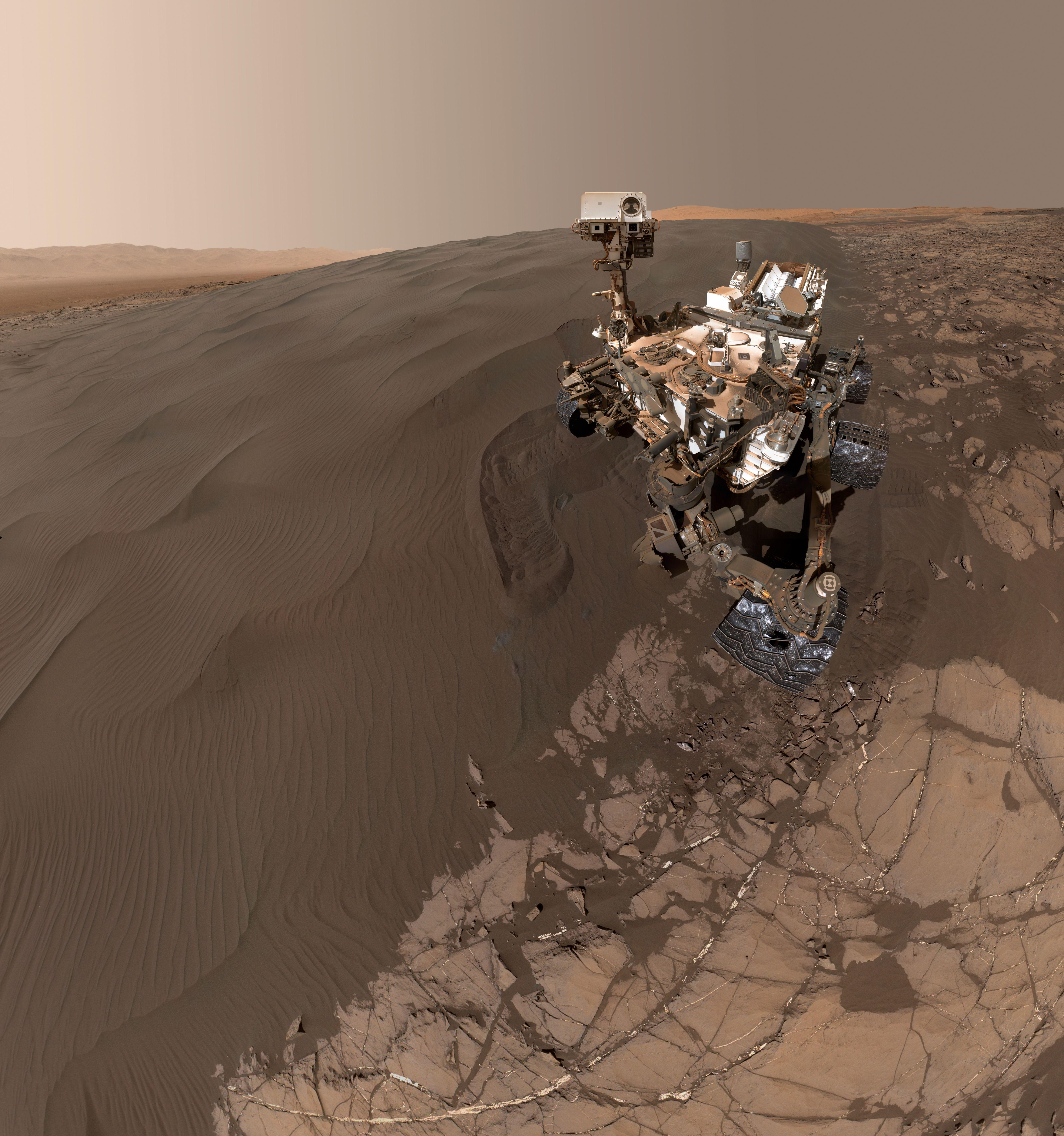 La moda dei Selfie invade il sistema solare ;)  #curiosity su Marte pochi giorni fa