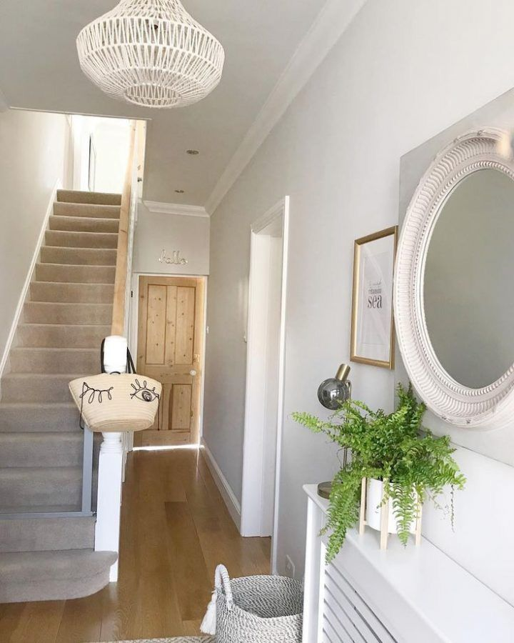 Creating a Welcoming Hallway - Jessica Elizabeth #hallwaydecorations