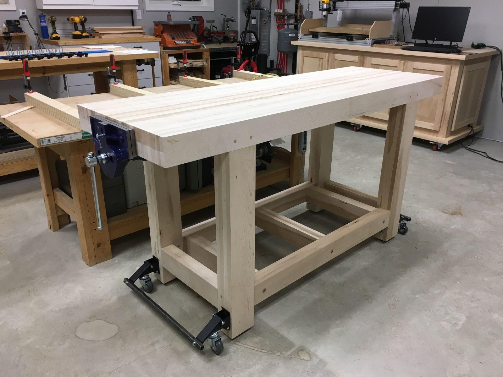 Connected Retractable Casters With The Bench Right Side Up Tubing Will Get Coats Of Black Paint Workbench Casters Woodworking Workbench Folding Workbench