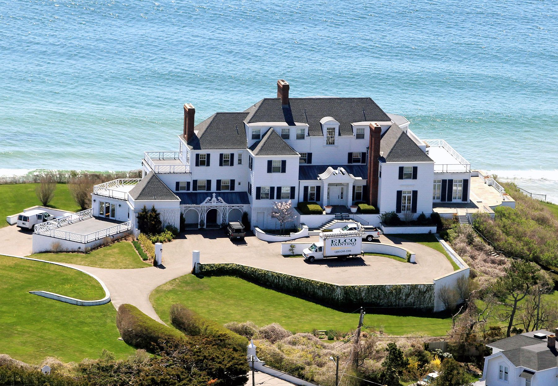 Taylor Swift Moves Into $17 Million Rhode Island Mansion