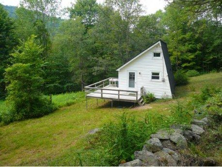 400 Sq Ft Country Cottage In Vermont With Land For 63k Tiny Cabins Tiny House Listings Tiny Houses For Sale