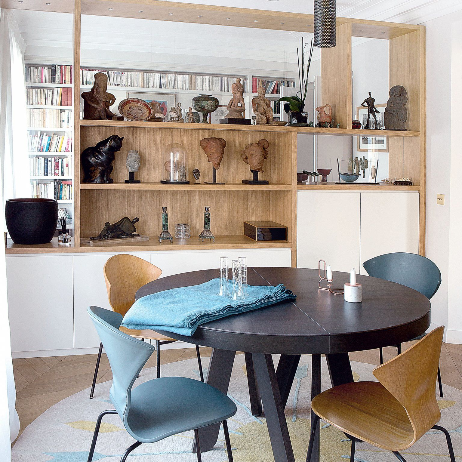 Salle A Manger Antique: Un Appartement Parisien Dans Les Nuages