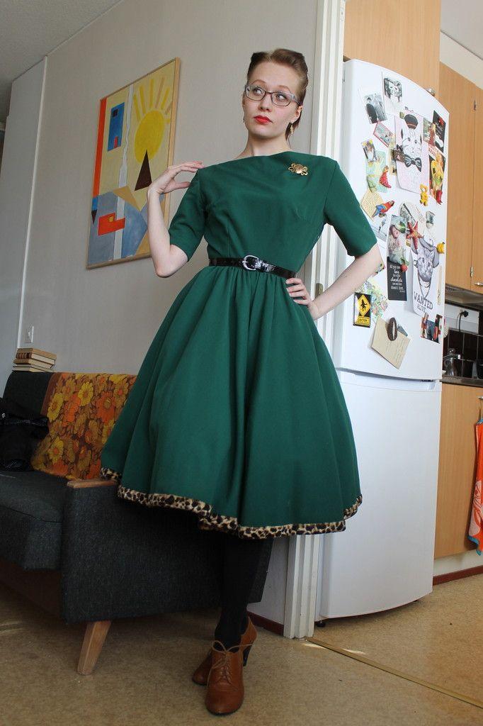 Eilen Pyhän Patrickin päivänä pukeuduin tietenkin uusimpaan vihreään mekkooni. Se on 1950-luvun vintagea, leopardikuosisella helman yks...