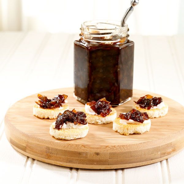 MADE LOCALLY IN CONNECTICUT Caramelized sweet onions, aged Balsamic Vinegar, and red wine create this delectable jam. This jam pairs wonderfully with burgers, bangers and cheese not to mention all the