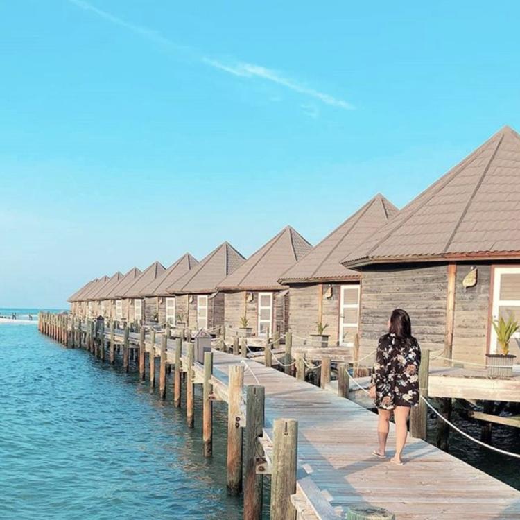 5 Amazing Maldives Overwater Bungalows: Kuredu Island