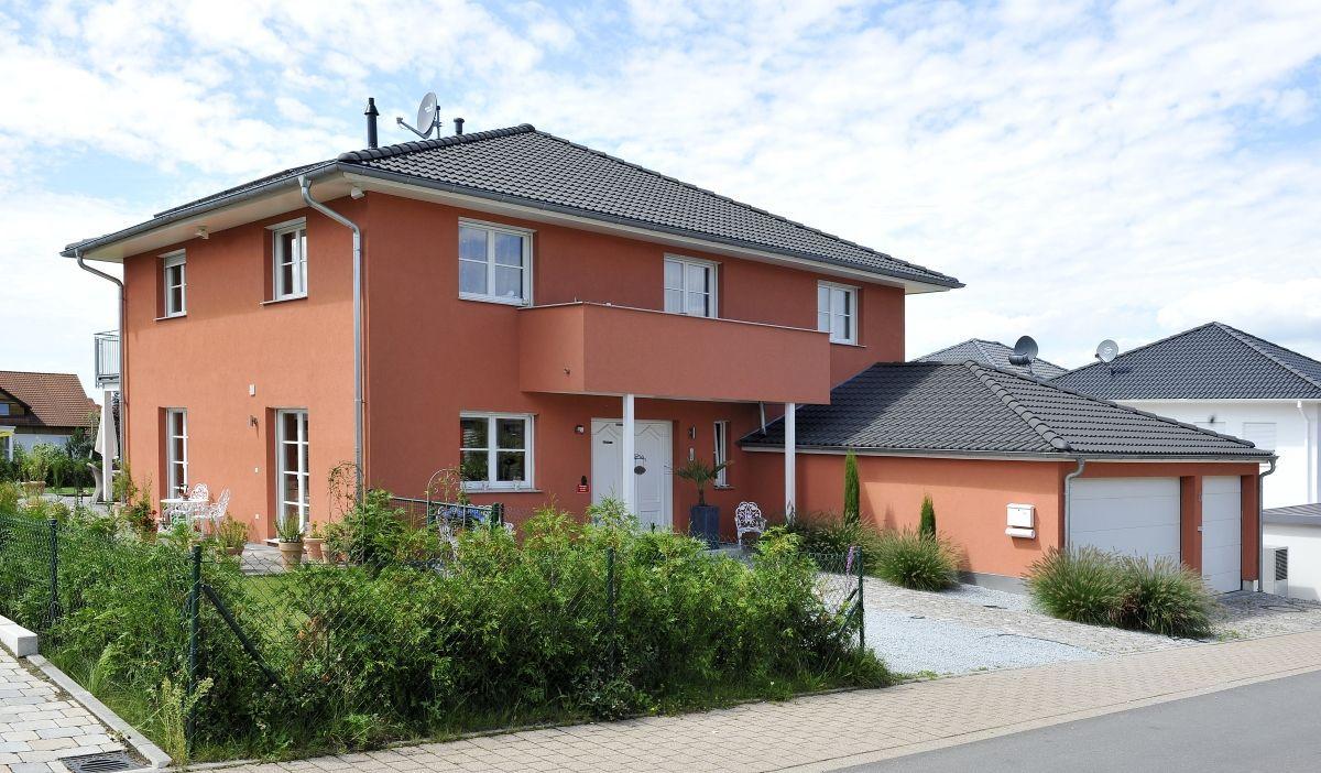 Stadtvilla mit Doppelgarage & Zeltdach Architektur im