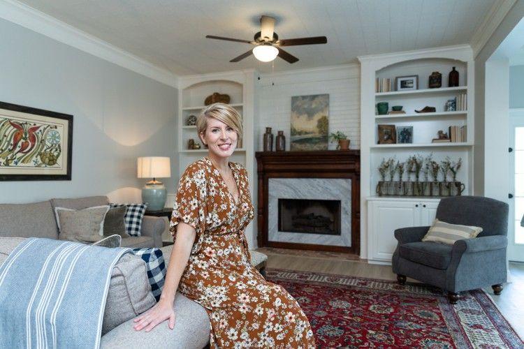 Erin Napier Is The Queen Of Grandmillennial Style Hgtv Home Town Hgtv Erin Napier Trending Decor