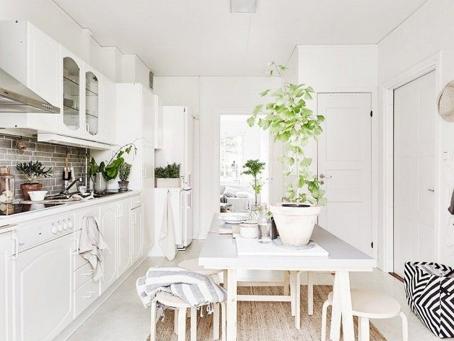 While I love nothing more than a dining room with grand chairs, sometimes small spaces don't allow such luxuries. That's when the IKEA stool comes in handy. The Frosta stool looks super chic in...