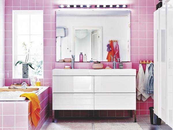 Un cuarto de baño en rosa, blanco y natural | Baños para ...