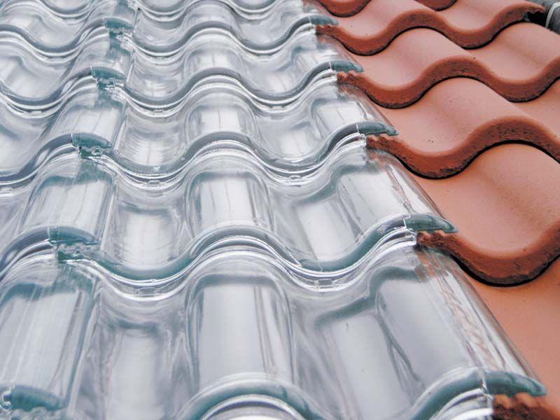 colector solar térmico para tejados, cubierto con tejas de vidrio.