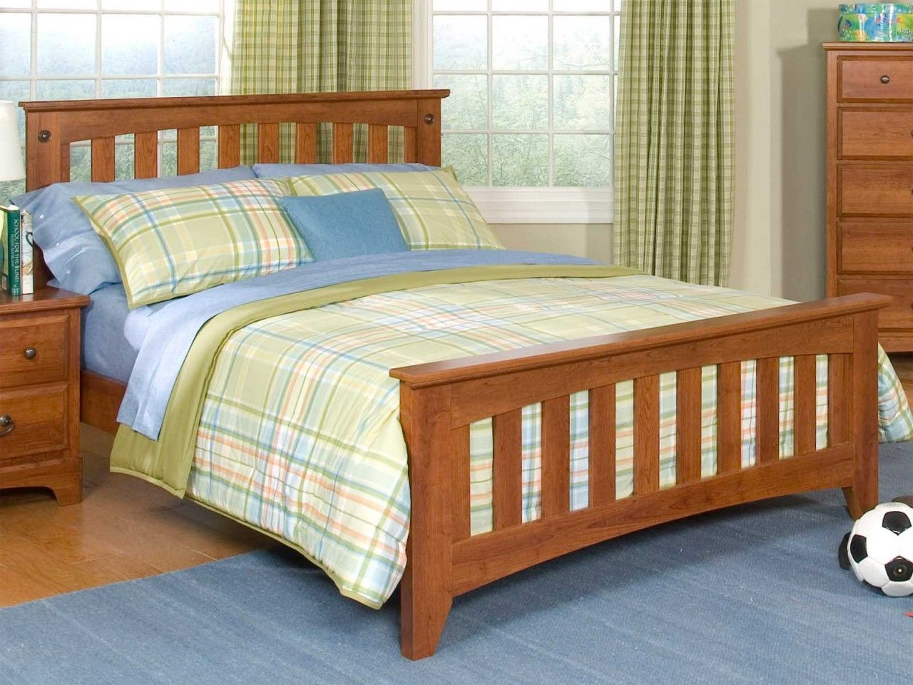 Standard Furniture City Park Kids Full Slat Bed in Star