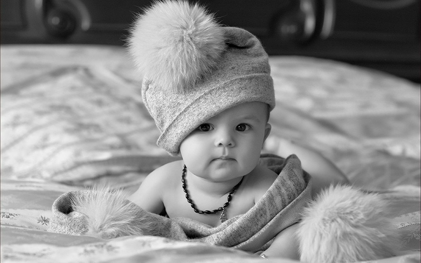 Black And White Photos Black And White Baby With Hat 1440 X 900 Download Close Black And White Baby Cute Baby Wallpaper Cute Baby Pictures